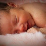 счастливый новорожденный