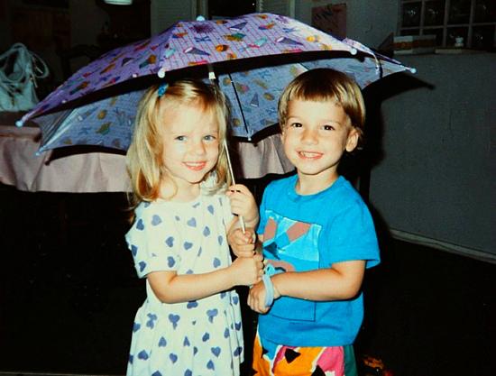 Скарлетт Йоханссон с братом близнецом фото