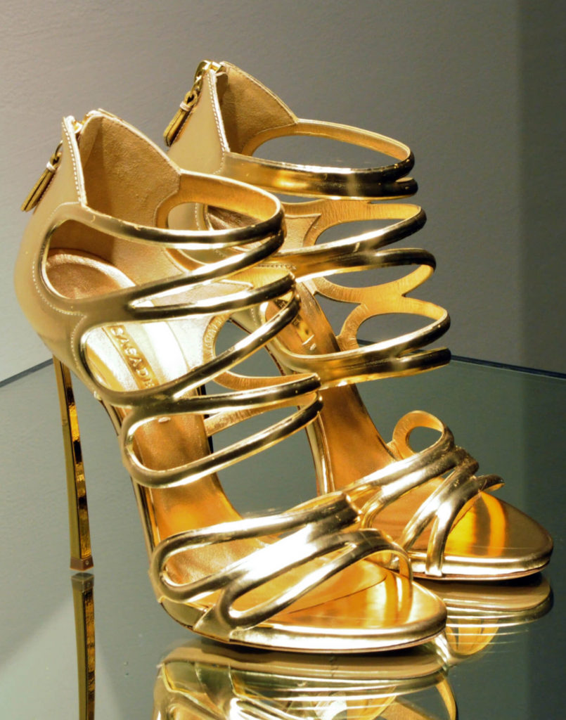 ходить на каблуках туфли