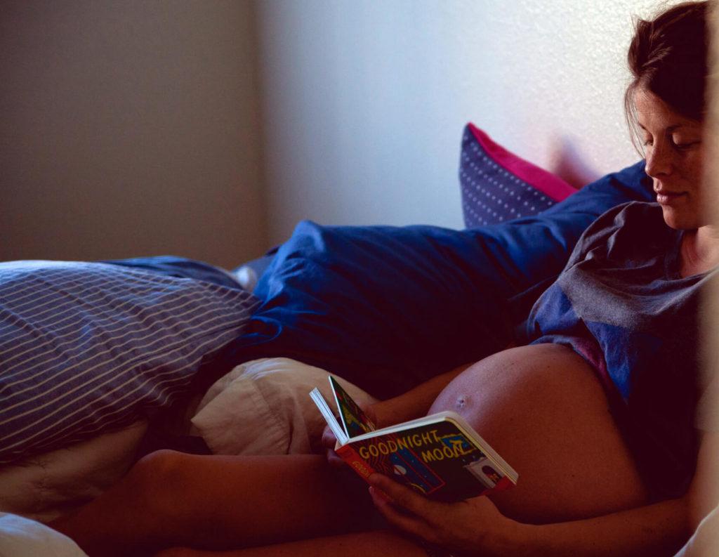 как спать при беременности двойней