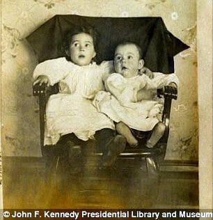 Хемингуэй с сестрой