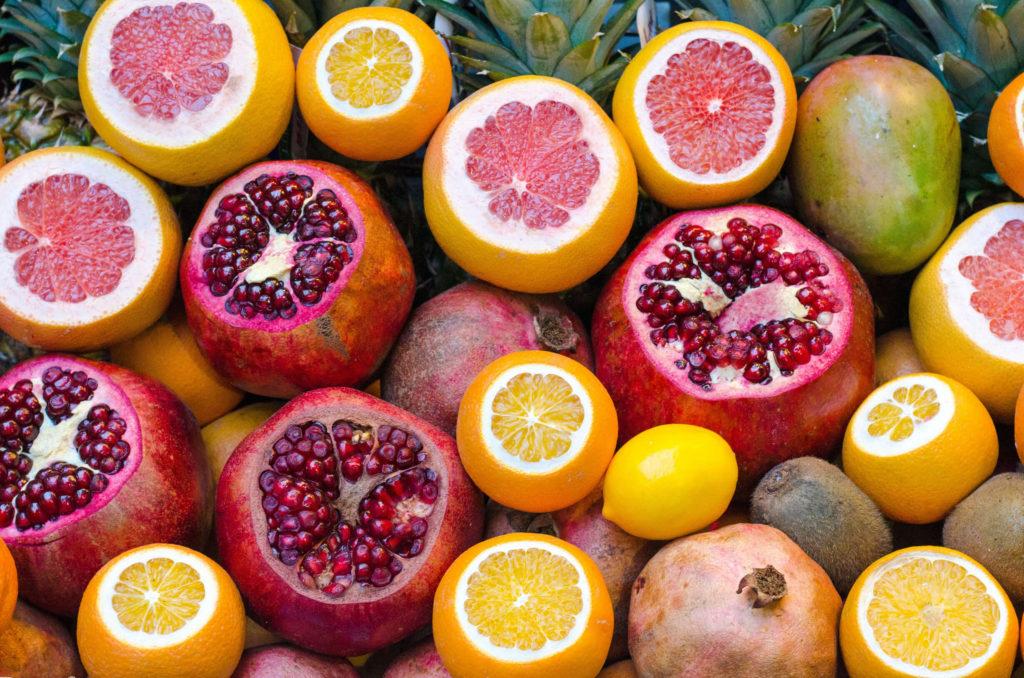 гранат и фрукты
