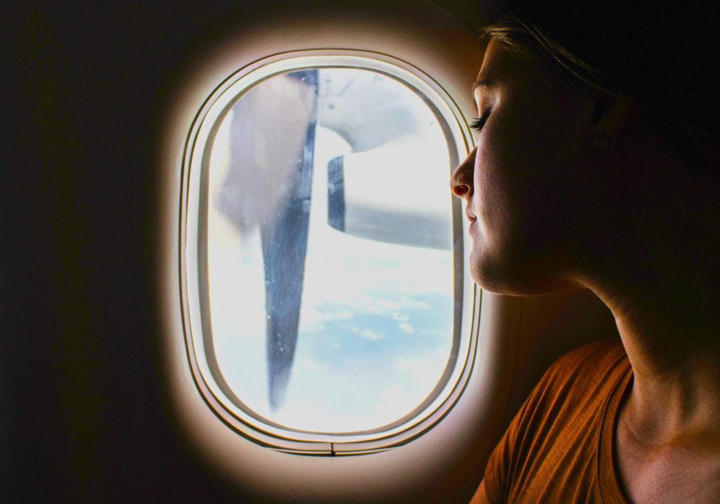 лететь в самолете