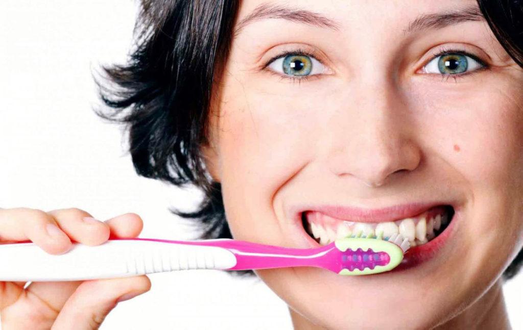 чистка зубов дома