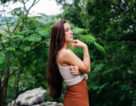 красивая длинноволосая девушка