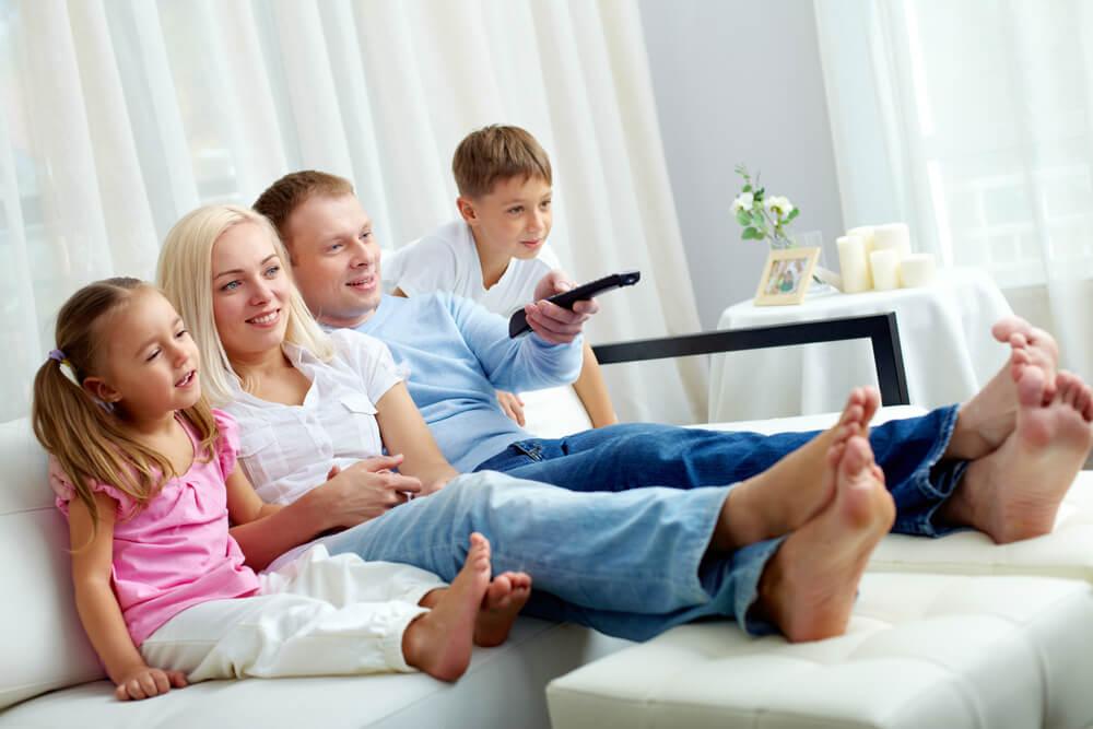 вместе смотрим телевизор