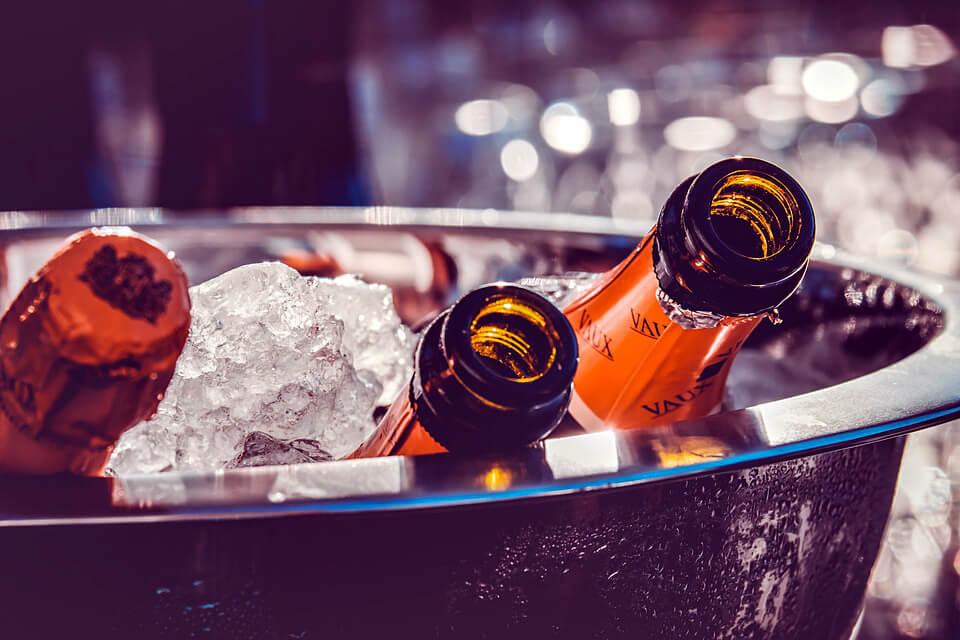 шампанское на столе фото