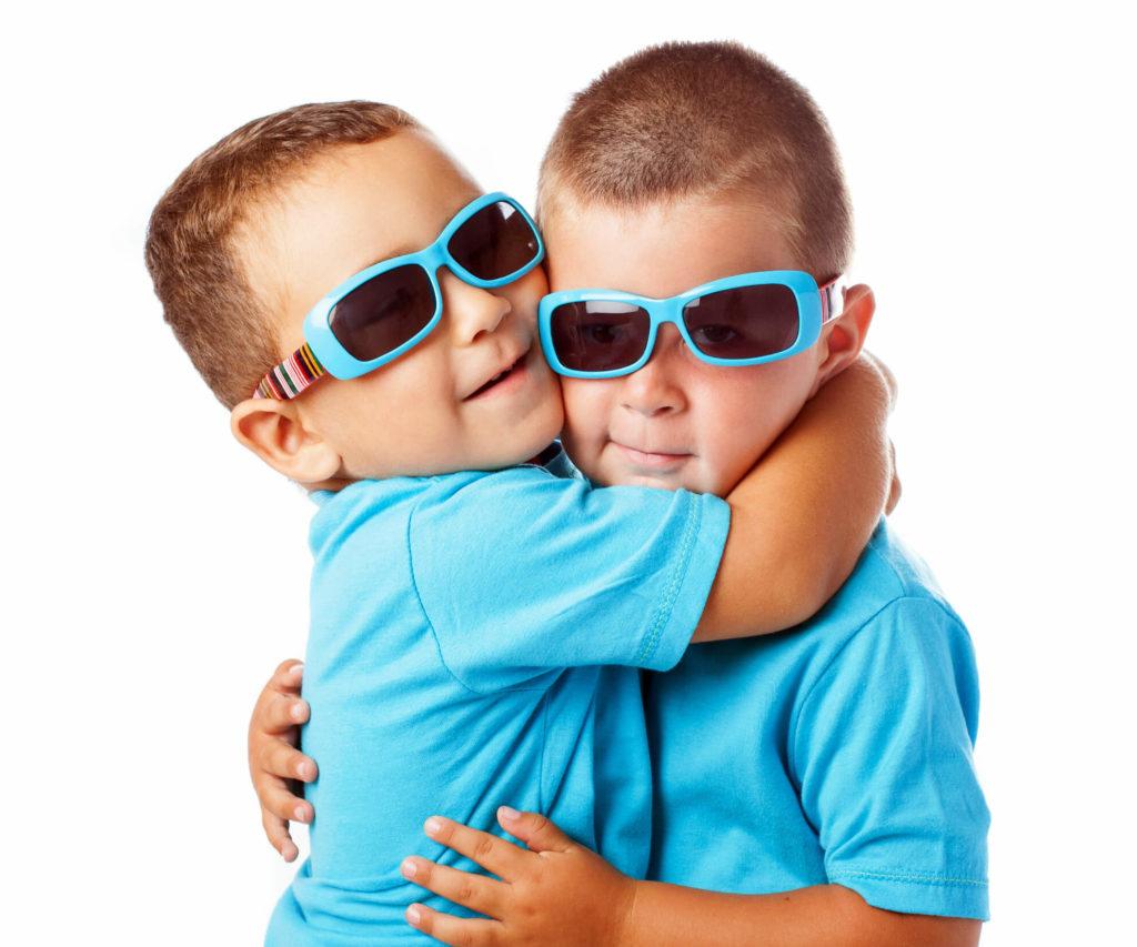 фото мальчики двойняшки