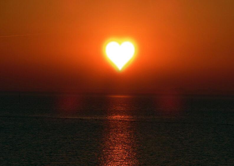 солнце в виде сердца фото