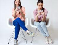 фото девчушки близняшки