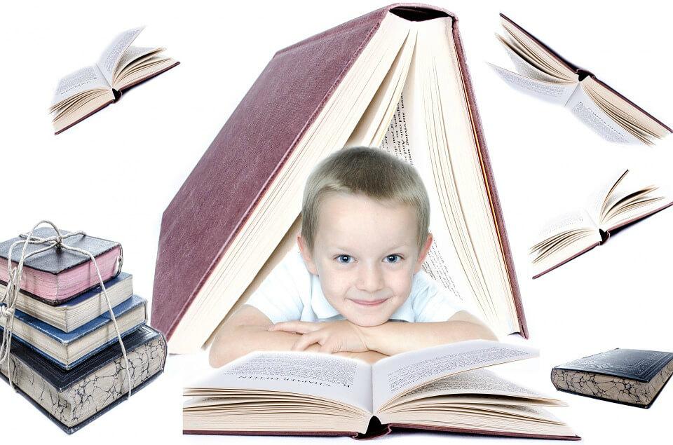 фото ребенок и книги