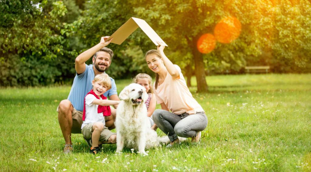 фото семья под крышей