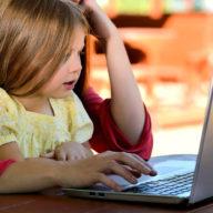 фото ребенок и комьютер