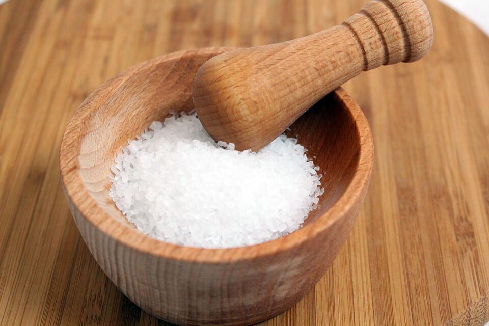 фото соль в солонке
