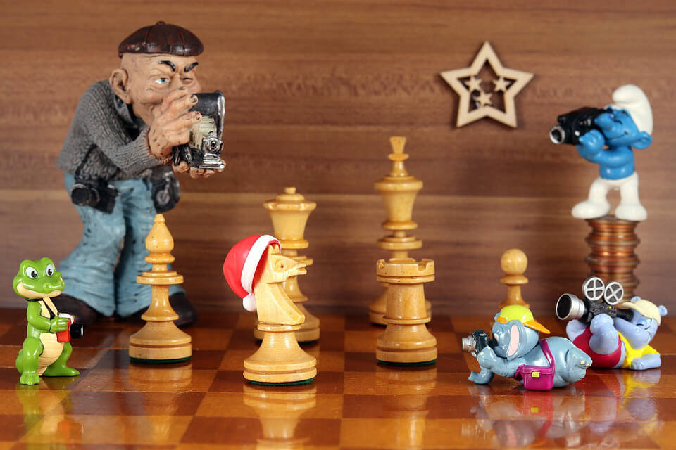 фото игрушки и шахматы
