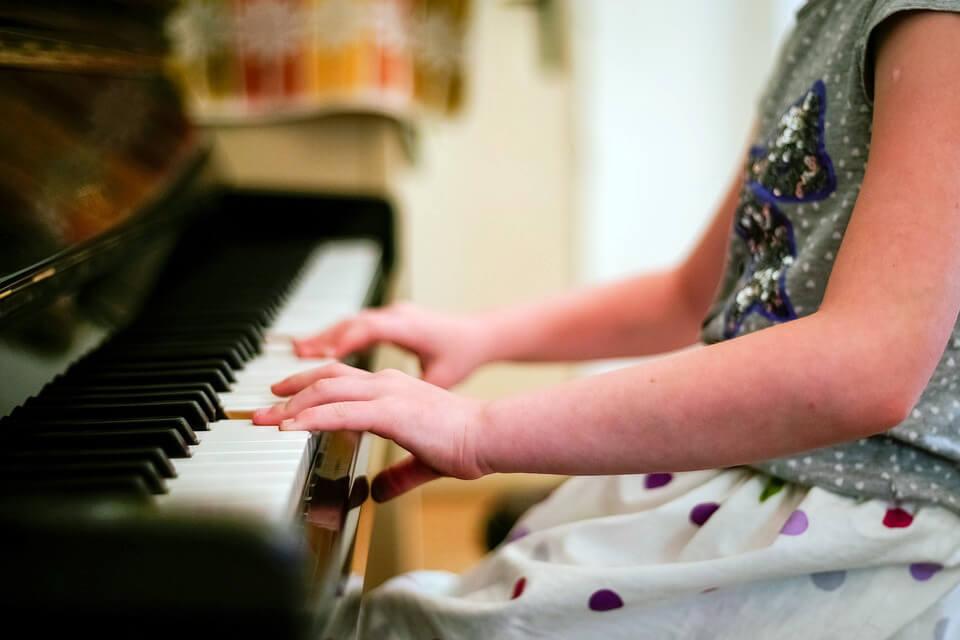 фото руки на клавиатуре