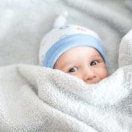 малыш в пеленке