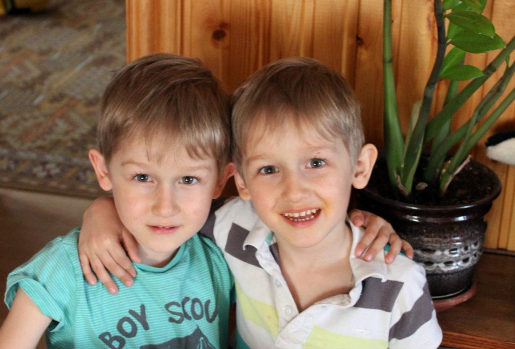 близнецы дети