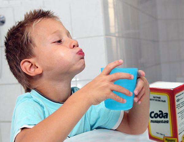 полоскать когда болит горло